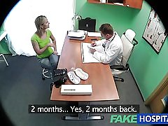 Fakehospital fantastiske blondine ønsker læger pik i hende