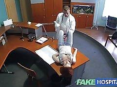Fakehospital petite rødhårede seksuelle færdigheder gør læge