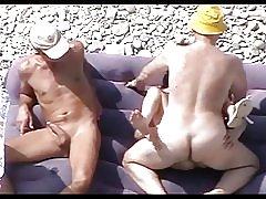 Modne tæve på stranden