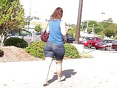 Hot milf røv stramme jean shorts...