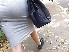 Store Heidis nederdel se gennem thong