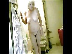Enestående! spionage min hot granny i badeværelse