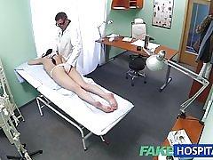 Fakehospital sexet patienten kan lide det bagfra med hende nye